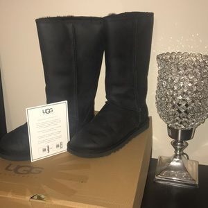 UGGS WOMEN'S BLACK NUBUCK LEATHER TALL SIZE 6